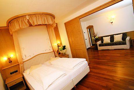 JOSK Val di Fiemme Wellness & Family Hotel Shandrani kamer suite