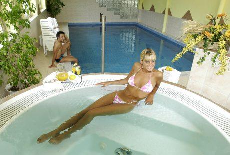 JOSK hotel Gassenwirt Kronplatz zwembad