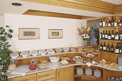 JOSK Val di Fiemme Hotel Nele buffet eetzaal